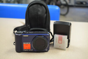 Sony Cyber-shot DSC-H70 16.1MP Digital Camera w/ Extras #1190
