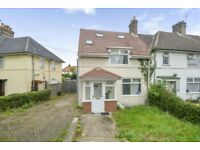 5 bedroom house in Hunters Grove, Hayes, UB3