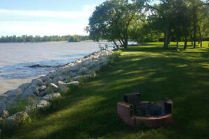 Lakefront Cottage for Rent (40 minutes from Winnipeg in Matlock)