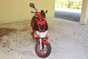 Kymco super 9 rouge à vendre