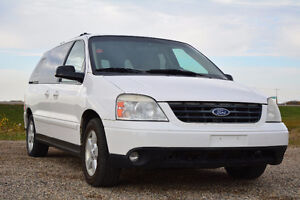 2004 Ford Freestar Minivan. (Remote Start) (low kms)