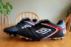 Mens Umbro Soccer Cleats - Size 9.5