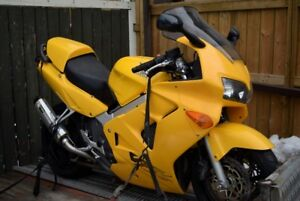 1999 HONDA  VFR 800  DAMAGED Good winter project bike. Runs,