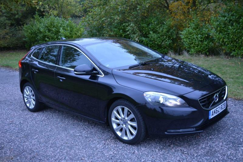 volvo v40 se 1 6 lux nav d2 5dr hb 2012 62 black diesel. Black Bedroom Furniture Sets. Home Design Ideas