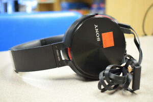 Sony Over-Ear Headphones with Mic MDR-XB950 (#2463)