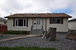 ****EXCELLENT BUNGALOW IN WELLINGTON WITH IN-LAW SUITE*****