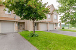 Beautiful townhouse by the sought after Avalon park