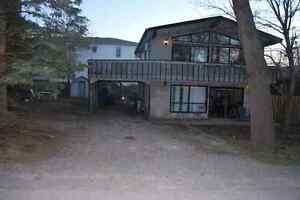Cottage with Hot tub in Grand bend. Newly renovated