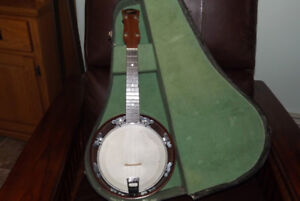 Vintage Michigan Banjo Ukulele with case