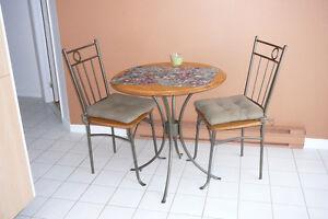 Ensemble table et chaises style bistro