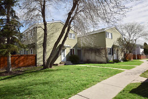 *****ALDERGROVE 3 BEDROOM TOWNHOUSE W/ FULLY FINISHED BASEMENT**