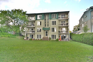 "Beautiful Condo with the backyard by lake  ""Val-des-Sable lake"""