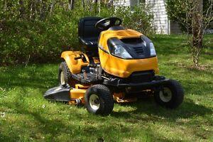 Tracteur à gazon-jardin Cub Cadet, modèrle i1046