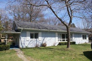 RONDEAU PARK cottage -1 hour from WINDSOR -booked until Sept