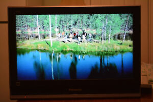 26'' Panasonic Viera TC-26LX70 LCD TV