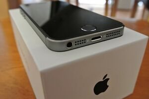 Iphone 5s 32G -with Mophie Case-Locked to Bell Cambridge Kitchener Area image 2