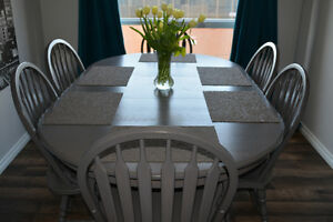 Oak Dinning Table and 6 Arrow-back Chairs