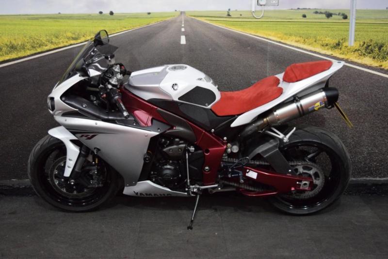 Yamaha YZF R1 Big Bang **RARE RED FRAME MODEL, LEO VINCE EXHAUSTS ...