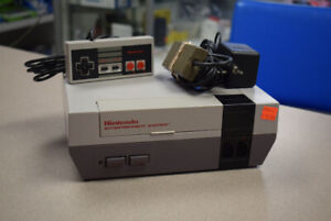 Nintendo NES Game Console NES-001 w/ Controller (#3126)