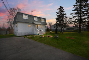 {FOR SALE} $195,000 3 + 1 Bedroom Home 2.5 Bathrooms!