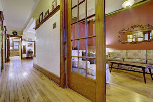 1200ft -Charming  Ground Floor Victorian Apartment AVAILABLE NOW