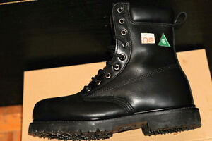 Like New Iron Age IA0160 Hauler Work Boots in size 8EEE