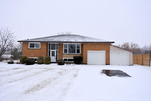 MUST SEE Country Home- Quick drive into Hamilton!