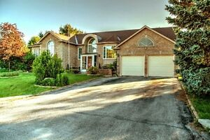 Large 5 Bedroom Home on Mature Golf Course Estate
