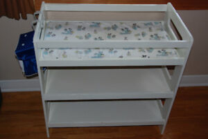 Changing table / table à langer
