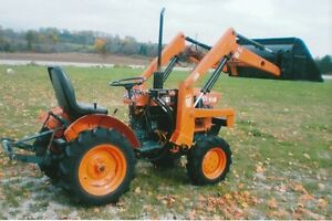 Kubota B6100 compact  tractor, loader and blower