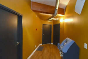 STUDENT RESIDENCE - SHARED ROOMS AVAILABLE - SECONDS TO MAC