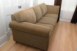 """Classic Comfy Couch / Sofa in Excellent Condition. 91"""" long"""