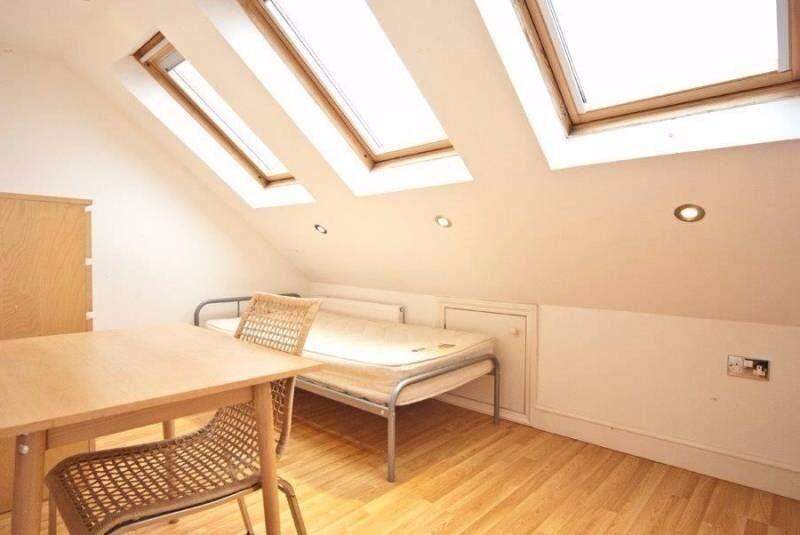 Bright Room in an Elegant House, Garden - Golders Green