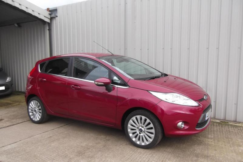 ford fiesta 1 4 titanium 5 door hot magenta low mileage cheap to run in bedford. Black Bedroom Furniture Sets. Home Design Ideas