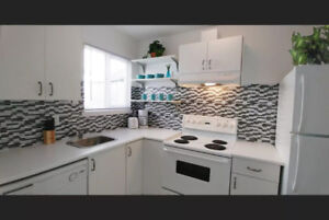 5 mins to Downtown! Modern furnished suite on Commercial Dr.