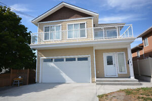 Large 3400 sqft family home - Great location!