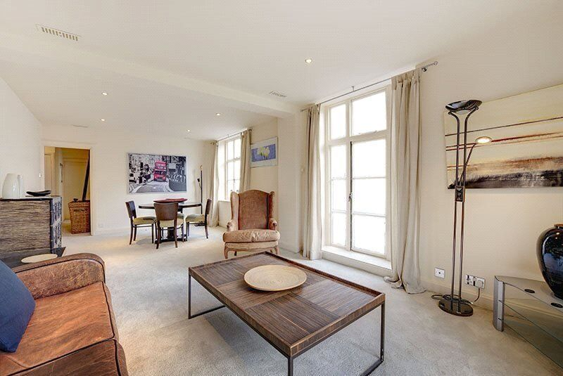 SPACIOUS TWO BED TWO BATH FLAT IN MAYFAIR *** 24HOUR PORTER *** BOOK NOW !!