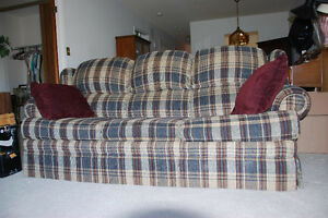 Pullout couch in great condition Peterborough Peterborough Area image 1