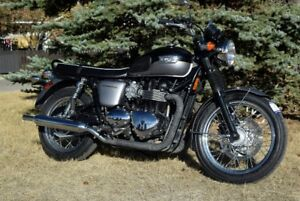 2013 Triumph Bonneville T100 865cc,  5speed Some light scratches