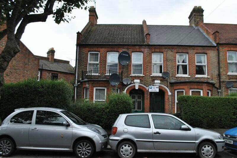 Great One Bedroom Ground Floor Flat, Fully Fitted Kitchen, Fully Tiled Bathroom, Shared Garden