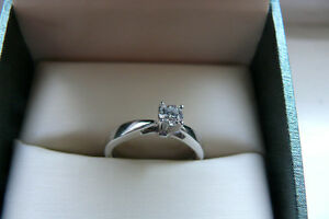 BEAUTIFUL 18 KT. ENGAGEMENT RING