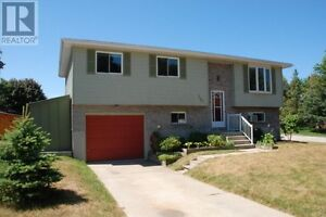 Four Bedroom Raised Bungalow in Southampton - The Saugeen Team