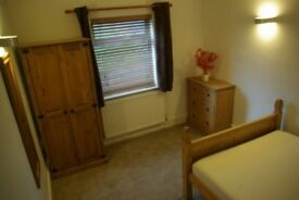 Double room nr Macc centre/ Hospital - Newly decorated. New Carpets. New Bed