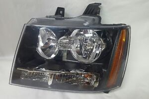 CHEVY TAHOE SUBURBAN AVALANCHE 07-14 HEADLIGHT OEM RH & LH. Peterborough Peterborough Area image 2