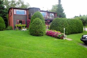Belle propriété au Mont Sainte-Anne près de la montagne. À VOIR!