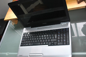 USED TOSHIBA SATELLITE COMPUTER 180$ (PRICE NEGOTIABLE)