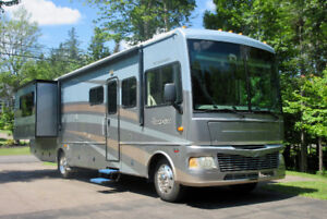 FOR SALE:  2006 Fleetwood BOUNDER  35 E