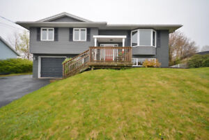 THIS IS THE ONE!  WELL MAINTAINED SPLIT ENTRY IN COLE HARBOUR