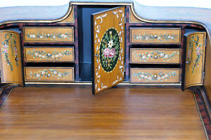 Early 20th century Carlton House Writing Desk with chair (2) Gatineau Ottawa / Gatineau Area image 4