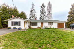 Spacious Duplex in Central Saanich